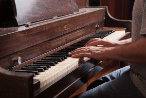 rozwoj i satysfakcja - nauka gry na pianinie